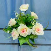 Букет роз на подставке
